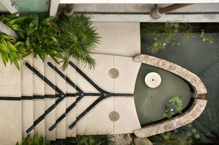 Casa Koi: Paredes de estilo  por BR  ARQUITECTOS