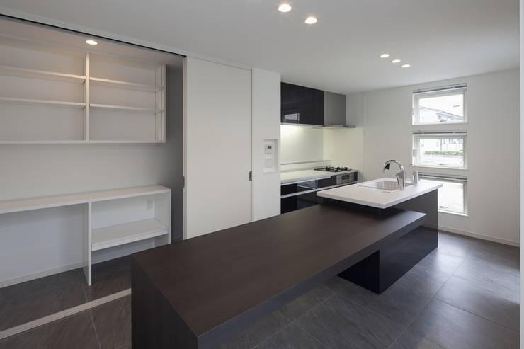 Kitchen by LITTLE NEST WORKS