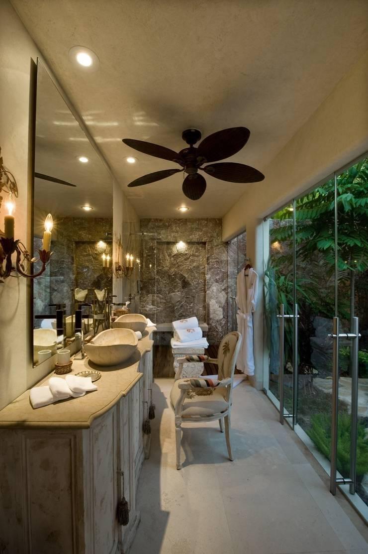 Casa Koi: Baños de estilo  por BR  ARQUITECTOS