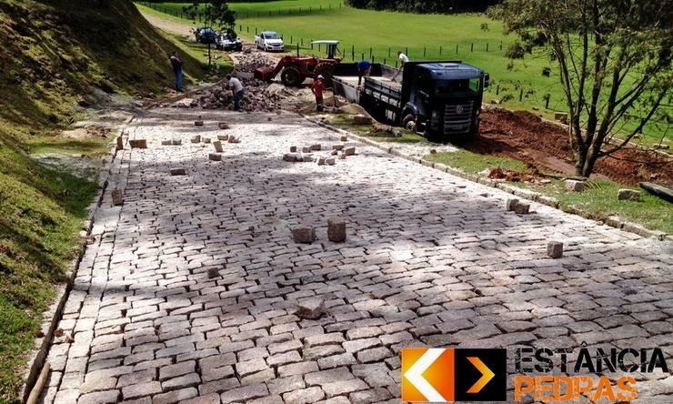 Paralelepípedo Estância Pedras: Jardins  por Estância Pedras