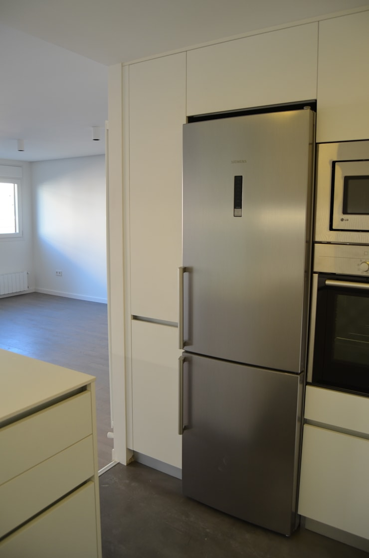 REFORMA PISO DE 82 m2: Cocinas de estilo  de KALEIDOSCOPE Gestión Integral de Proyectos, Minimalista