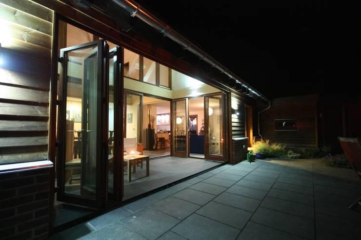 Jardin de style  par PKA Architects Ltd, Moderne