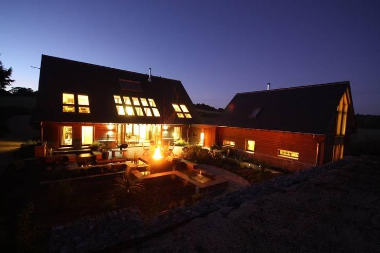 Maisons de style  par PKA Architects Ltd, Moderne