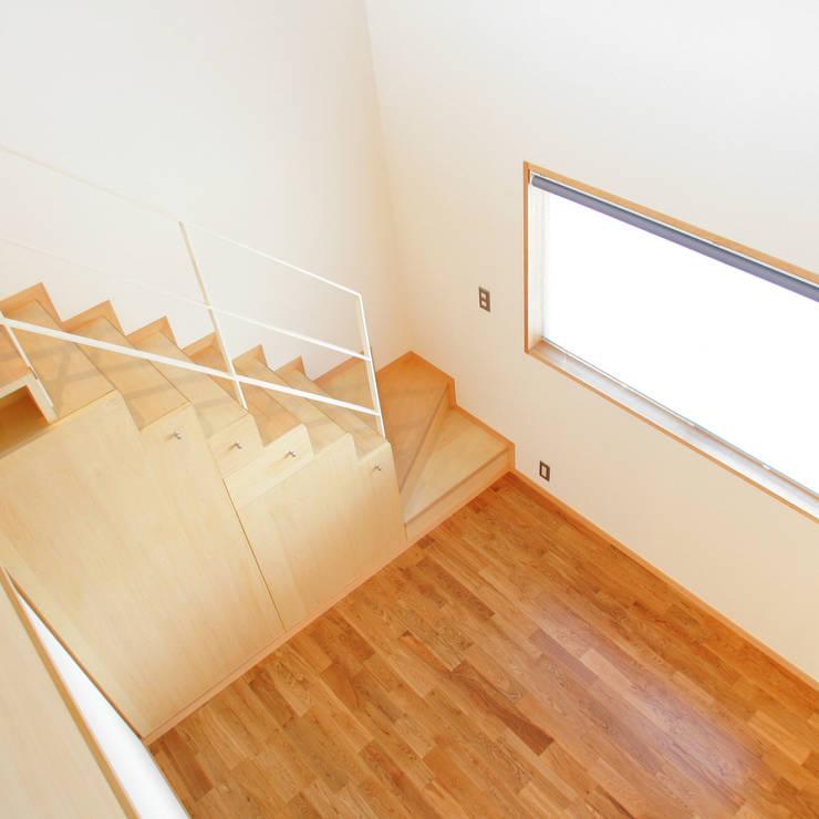 3つのテラスが自然を採り入れる、中庭が景色をつなぐ家: M設計工房が手掛けた子供部屋です。