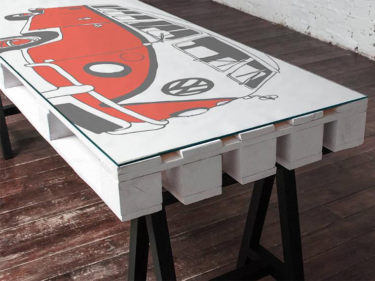 Biurko dwuosobowe Camper Czerwień/ Camper Double Desk Red 70x200: styl , w kategorii  zaprojektowany przez Tailormade Furniture,Industrialny