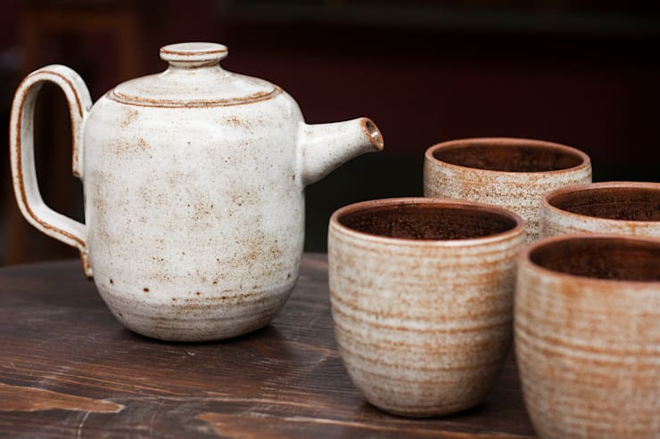 Bule de cerâmica esmaltada. Queimado à gás, cone 8.: Cozinha  por Ateliê de Cerâmica - Flavia Soares