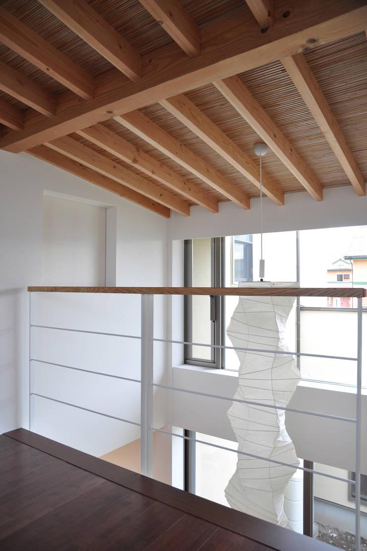 鷺山の家: 鷲見工務店が手掛けた壁です。