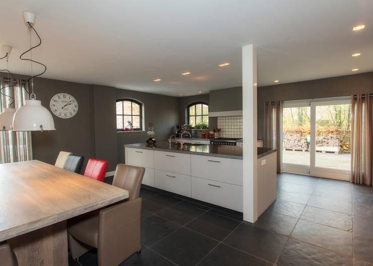 Klassiek strak:  Keuken door Thijs van de Wouw keuken- en interieurbouw