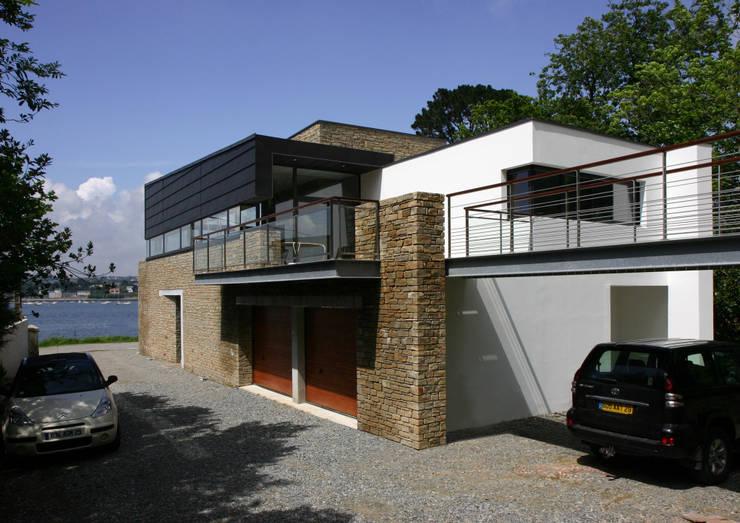Maison à Plougastel (Finistère): Maisons de style de style Moderne par Atelier de l'Ile