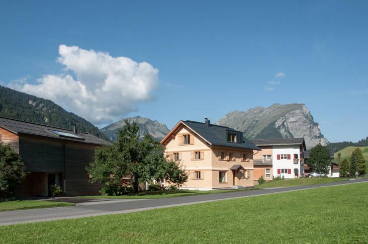 Schneiderei Schoppernau: klassische Häuser von firm ZT GmbH