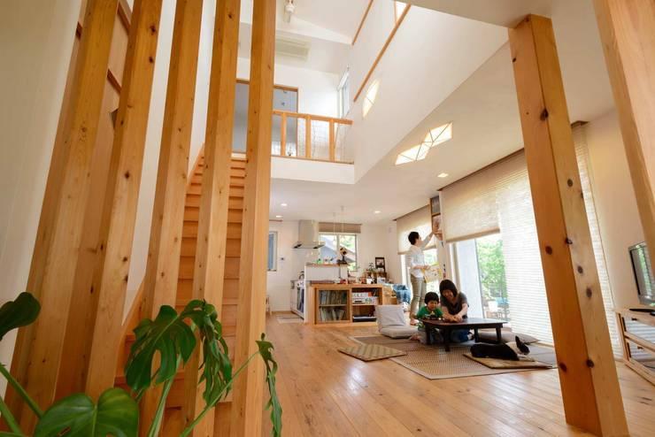 リビング: 建築アトリエTSUTSUMIが手掛けたリビングです。,