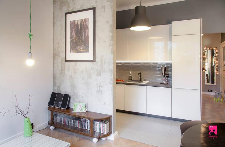 Salas / recibidores de estilo  por Pink Pug Design Interior