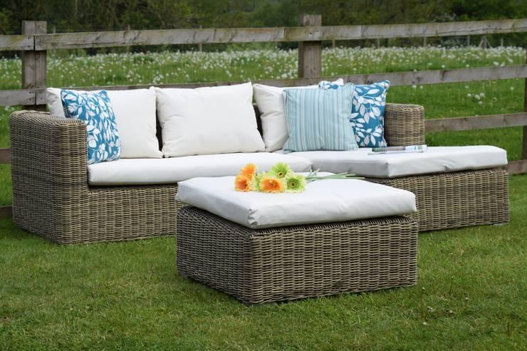 'Weaves' Blenheim Chaise Lounger:  Garden  by World Of Weave UK Ltd