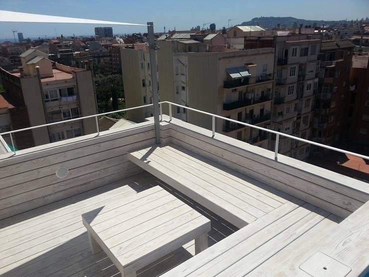 Reforma integral de un ático en Barcelona: Terrazas de estilo  de CUADRAT PINEN ARQUITECTES