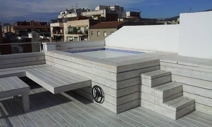 Reforma integral de un ático en Barcelona: Piscinas de estilo  de CUADRAT PINEN ARQUITECTES