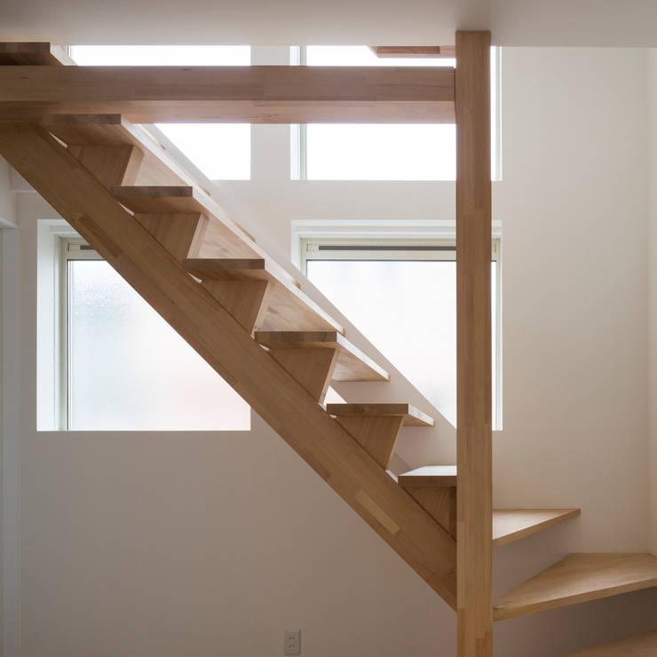 コンパクトで可愛いショートケーキハウス: M設計工房が手掛けた廊下 & 玄関です。