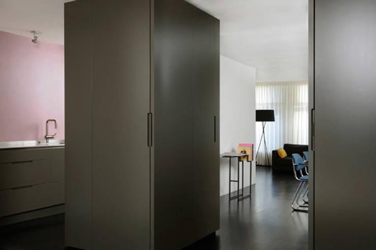 HOME #2:  Woonkamer door VEVS Interior Design, Minimalistisch
