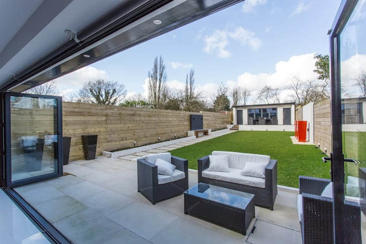 Whitton Drive:  Garden  by GK Architects Ltd