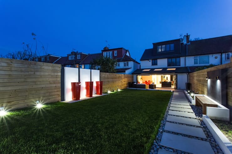 Night time in the Garden:  Garden  by GK Architects Ltd