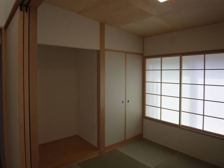 郡上の家: ジュウニミリ建築設計事務所が手掛けた和室です。