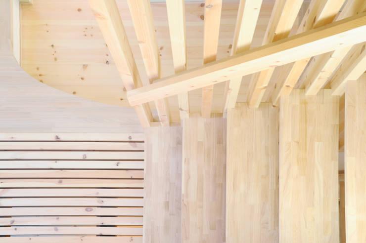 段でつながる家 北欧スタイルの 玄関&廊下&階段 の 建築設計事務所RENGE 北欧