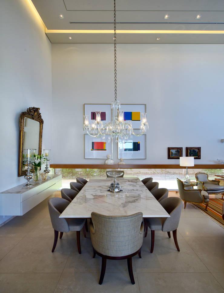 LM: Salas de jantar modernas por Terinn Arquitetura e Mobiliário Ltda