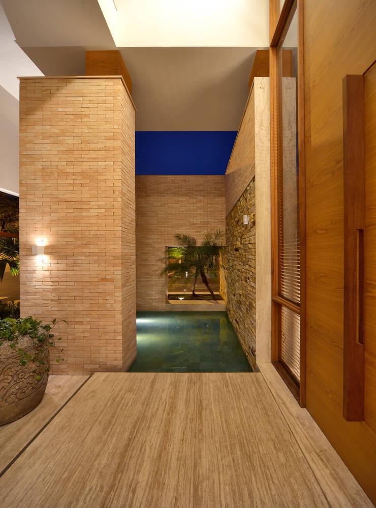 LM: Piscinas modernas por Terinn Arquitetura e Mobiliário Ltda