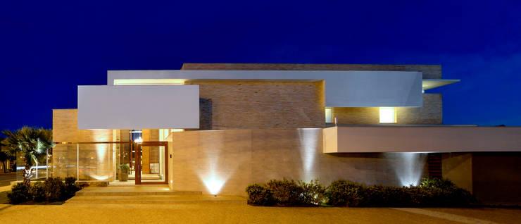 LM: Casas modernas por Terinn Arquitetura e Mobiliário Ltda