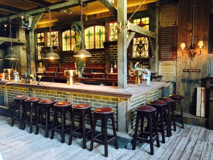 Bares y Clubs de estilo  por woodstylelondon