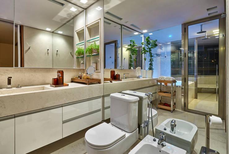 Apartamento AS: Banheiros  por Beth Nejm