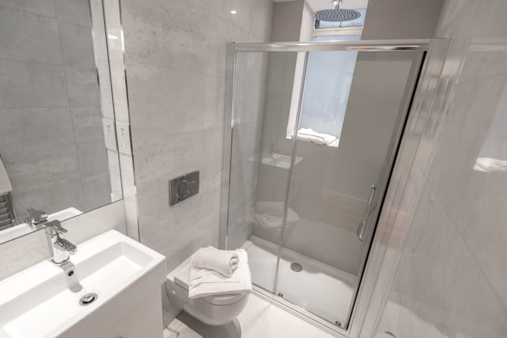 After : Bathroom de In:Style Direct Moderno