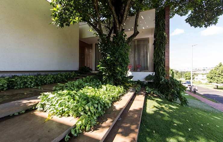 Giardino in stile  di Felipe Bueno Arquitetura