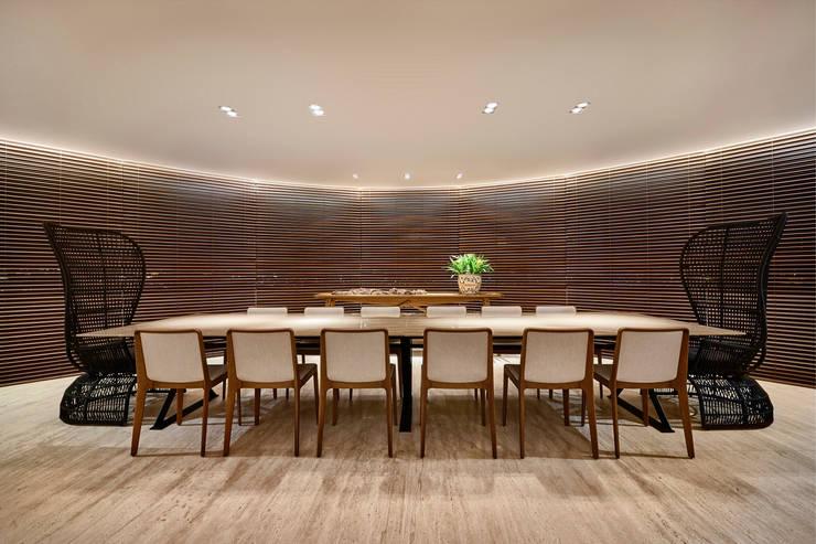 Apartamento AS: Salas de jantar modernas por Beth Nejm