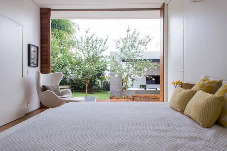 Спальни в . Автор – Felipe Bueno Arquitetura