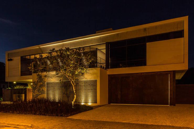 Casas modernas por Thiago Borges Mendes Arquitetura
