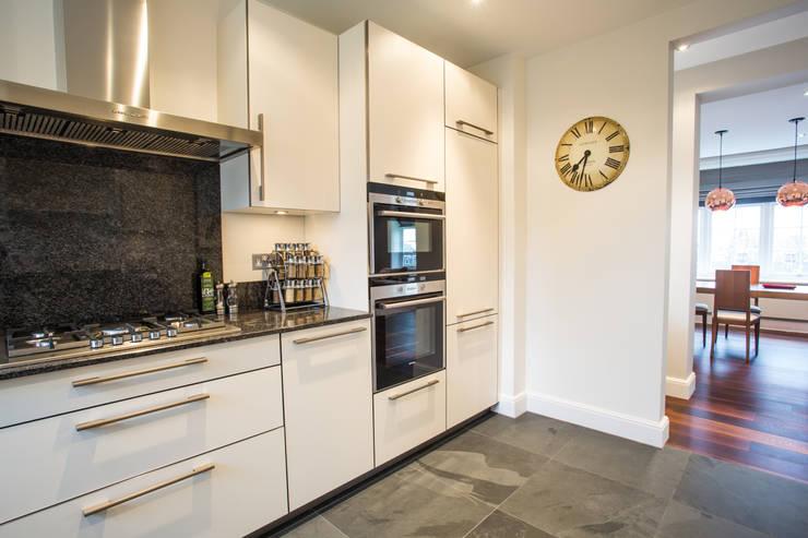 Kitchen by GK Architects Ltd