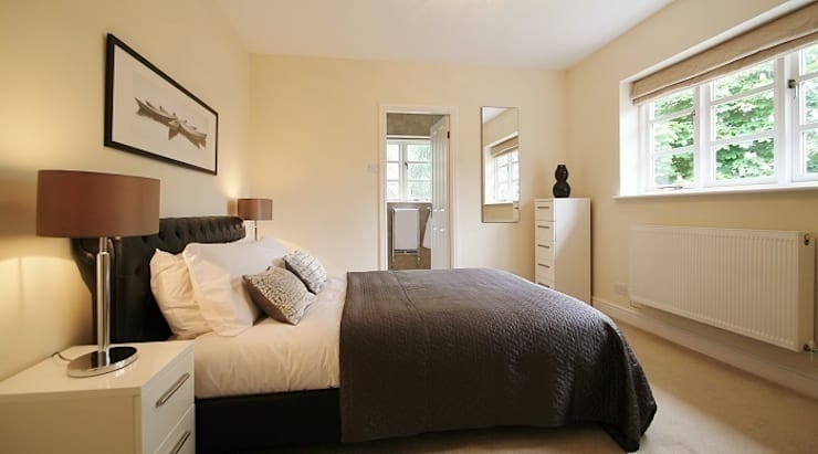 Master bedroom staged for sale with hired furniture and accessories.: modern Bedroom by Heatons Home Styling