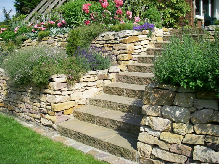 Englischer Garten, Sandsteintreppe Mit Sandsteintrockenmauer: Landhausstil  Garten Von Tina Brodkorb Landschaftsarchitektur