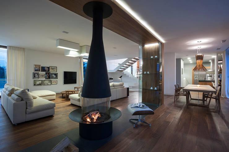 Living room by MOBIUS ARCHITEKCI PRZEMEK OLCZYK