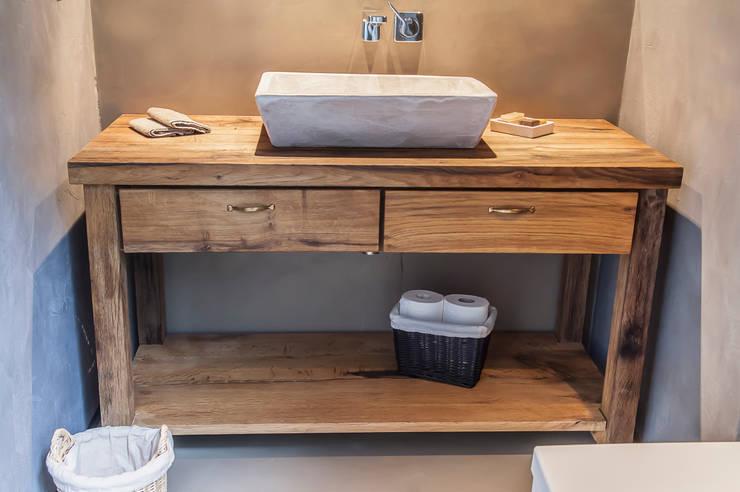 Lavabo madera de Roble Viejo: Baños de estilo  de fuusta