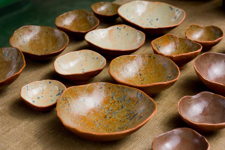 Jogo crateras.: Cozinha  por Ateliê de Cerâmica - Flavia Soares