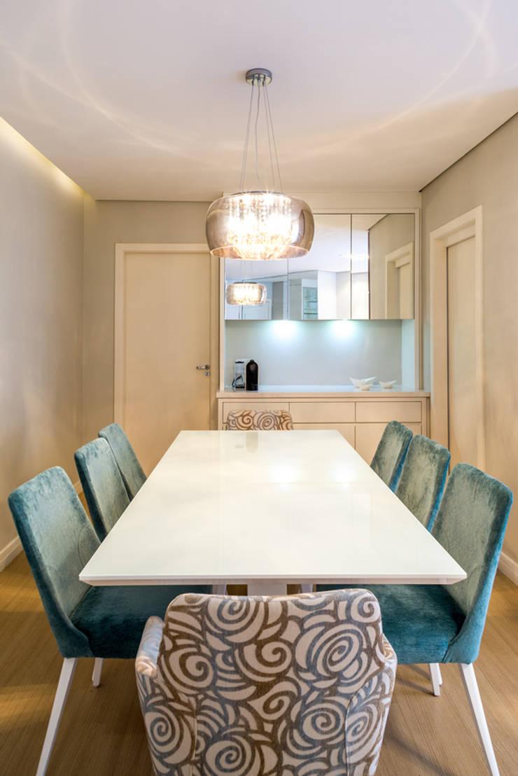 APARTAMENTO MF: Salas de jantar  por ESTUDIO ARK IT,Moderno