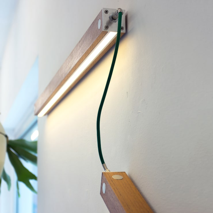 Per Meter 01 als wandverlichting in een woonkamer: modern  door Wisse Trooster - qoowl, Modern