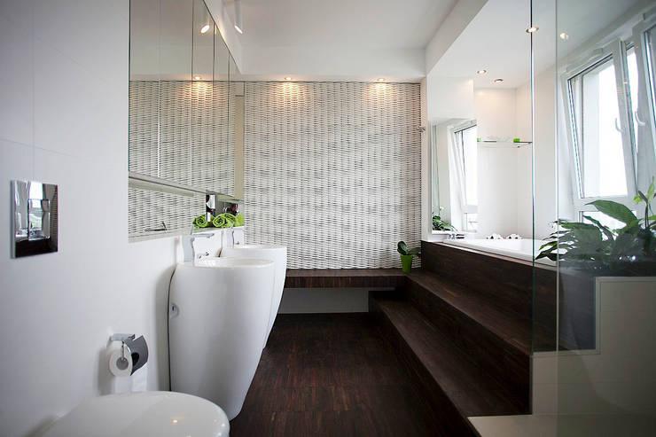 Sun Tower -projekt i realizacja www.weloftdesign.com: styl , w kategorii Łazienka zaprojektowany przez WE LOFT DESIGN,Nowoczesny