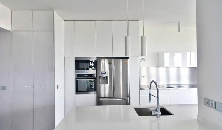Sun Tower -projekt i realizacja www.weloftdesign.com: styl , w kategorii Kuchnia zaprojektowany przez WE LOFT DESIGN,Nowoczesny