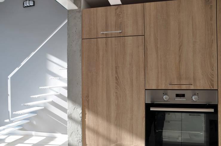 TOBACO LOFT ŁÓDŹ - PROJEKT I REALIZACJA WELOFTDESIGN.COM: styl , w kategorii Kuchnia zaprojektowany przez WE LOFT DESIGN