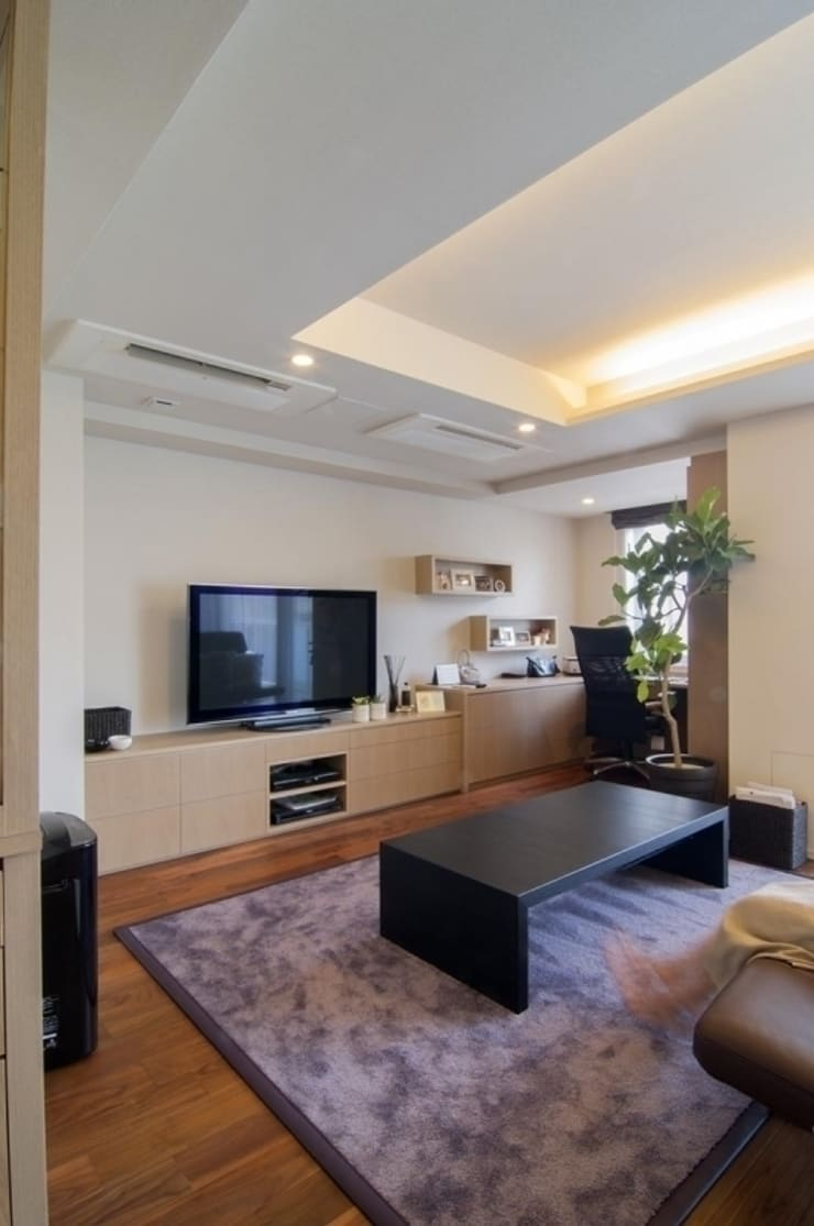 デザインされた収納が美しい家: Style is Still Living ,inc.が手掛けたスパです。