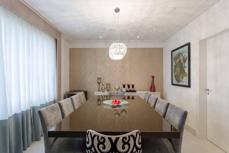 Sala de Jantar: Salas de jantar ecléticas por Helen Granzote Arquitetura e Interiores