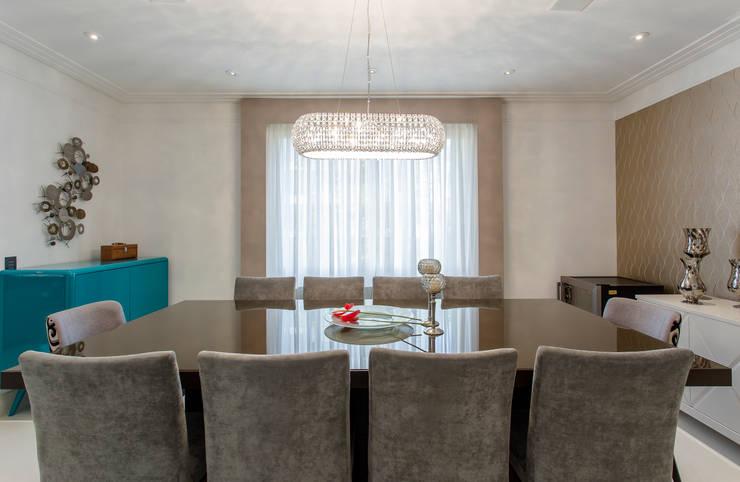 Sala de Santar: Salas de estar ecléticas por Helen Granzote Arquitetura e Interiores