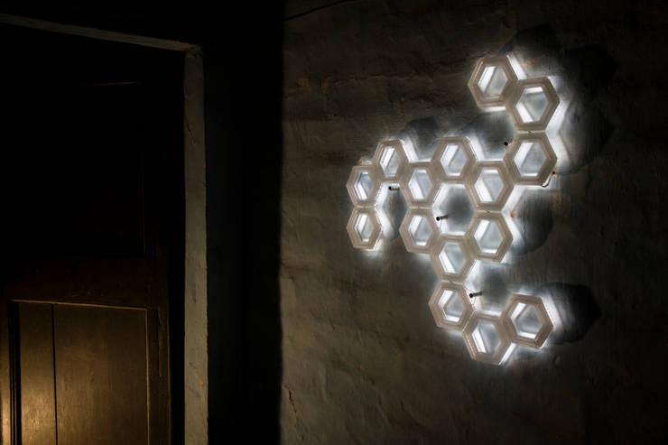 C15 luce indiretta a parete - collezione Fullerene - Davide Montanaro design: Paesaggio d'interni in stile  di kriladesign srl